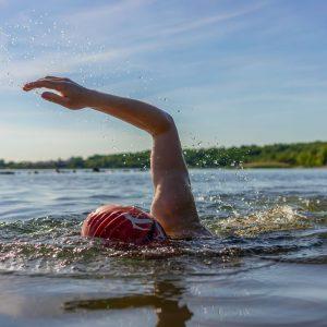 Schwimmer im See