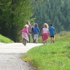 Kinder auf Ausflug